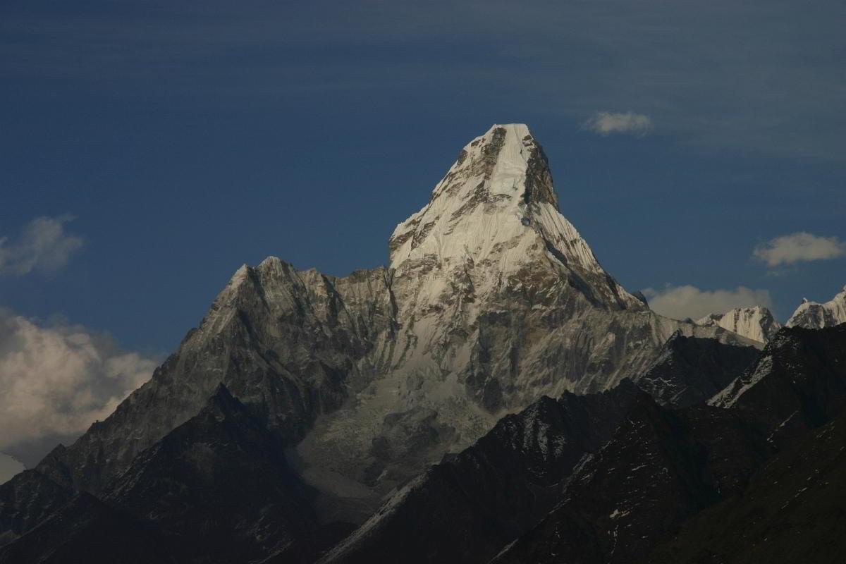Nepal Trekking Khumbu Ama Dablam Zoom