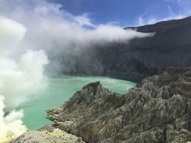 Gunung Ijen 2.799 m