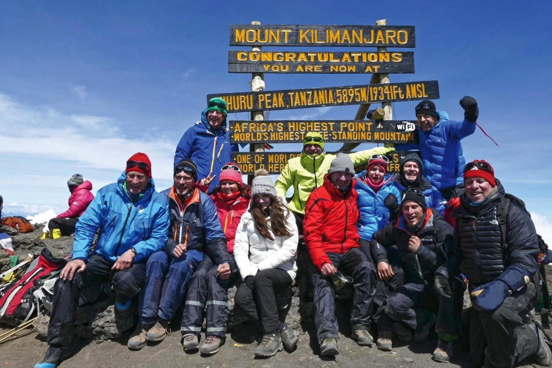 Bergauf Gruppe auf dem Uhuru Peak